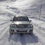 Зимняя дорога и автомобиль