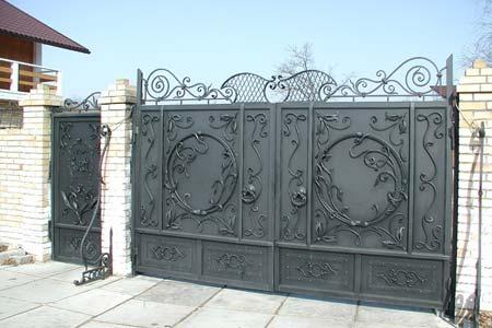 Ворота и калитки загородного дома