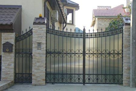 Один из вариантов ворот и калитки