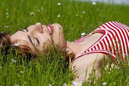 Попробуй полежать в траве