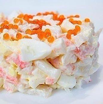 Морской салат с креветками, кальмарами, икрой и крабовыми палочками